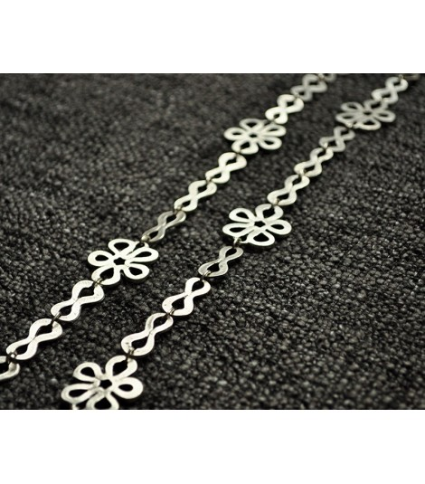 FLOWERS CHAIN NECKLACE