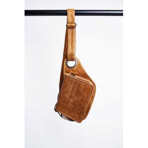 Riñonera bolso de cuero. Unisex y Talla unica. Para viaje o uso cotidiano. Practico y versatil.